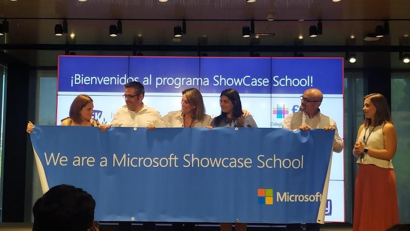 Francisco Tejeira en el acto de bienvenida a los nuevos centros con el reconocimiento de Microsoft.