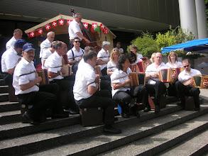Photo: Die Grossformation Simmental / Saanenland beim freien  musizieren
