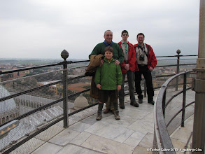 Photo: csoportkép a Ferde torony tetején