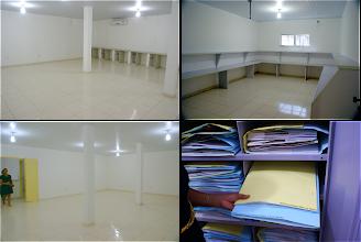 Photo: Detalhes no novo prédio do HUESB e sistema de armazenamento de exsicatas com cartolinas de diferentes  cores de acordo com o nível de identificação.