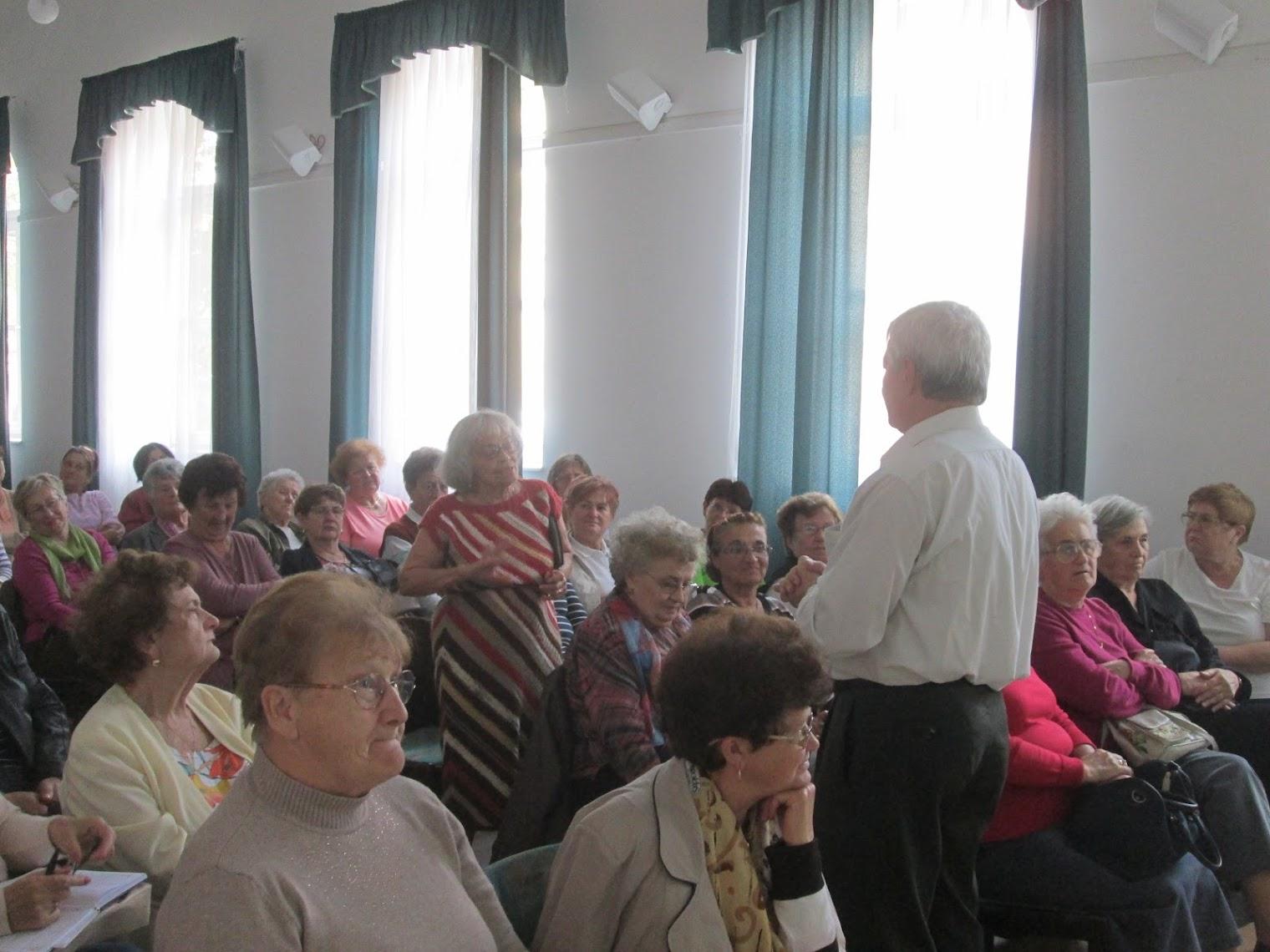 Mészáros János előadása közben