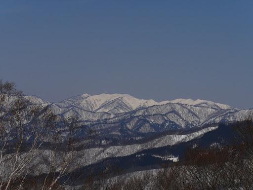 栗ヶ岳(右)と御前岳(中央)