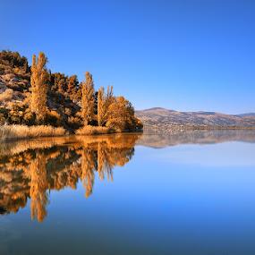 Kastoria Autumn by Nikos Koutoulas - Landscapes Waterscapes ( exposure, φθινόπωρο, greece, lake, long, μπλε, sky, color, blue, autumn, nd, 400, ουρανός, ελλάδα, χρώμα, καστοριά, hoya, λίμνη )