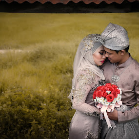 Malay Wedding Scene at Paddy field by Mohd hafizan Ilias - Wedding Bride & Groom ( reception, raining, wedding, malaywedding, malay, malaysia,  )