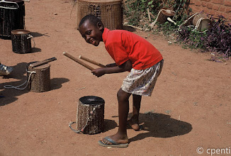 Photo: (Rwanda) Bambino con tamburo / Boy with a drum