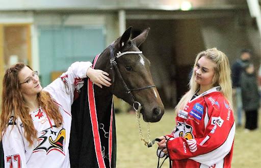 Kasvattaja Riikka Avotie esitteli yhdessä Venla Aitto-ojan kanssa Beast Modea Sportin raviliigalaisille.
