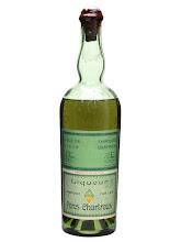 """Photo: Une belle couleur verte... """"Exportation interdite"""" peut-on lire sur l'étiquette, voici qui est étrange pour cette bouteille des années 1930's destinée au marché américain !  Sur l'étiquette la mention """"Une Tarragone"""" a été remplacée par """"Liqueur"""" ! http://bit.ly/17iReQI  (Merci à Gabriel)"""