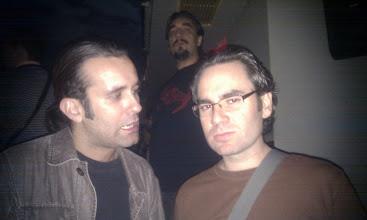 Photo: Sólo una foto de la noche. Aquí Nacho Correas (Zentyal) con mi socio Carlos Rdez (Tegnix) y al fondo David Vaquero (Ikusnet). Las demás fotos salieron con morros, lenguas... o simplemente son impresentables :)