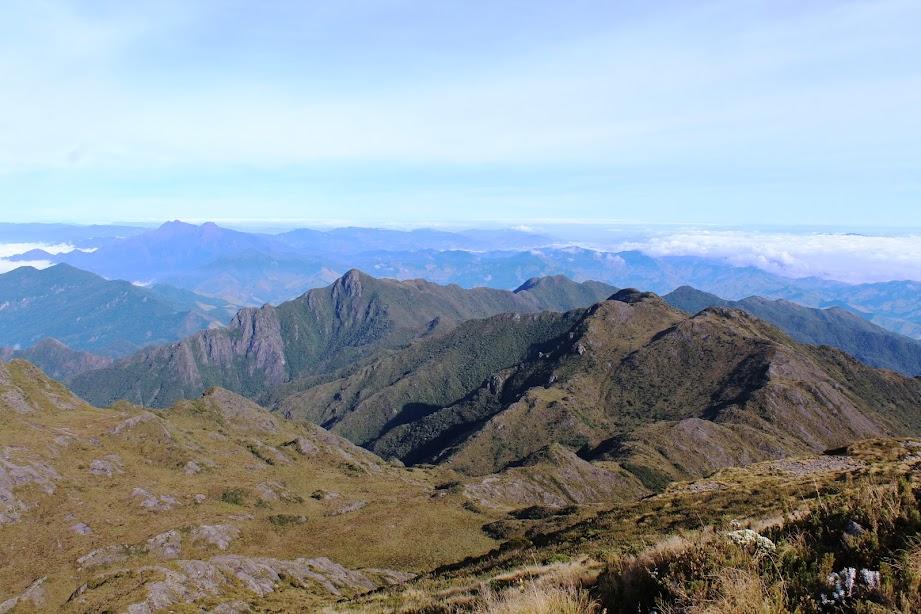 A trilha da travessia da serra fina pelo pico do Capim Amarelo