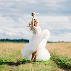 Wedding photographer Alena Kurbatova (alenakurbatova). Photo of 19.08.2017