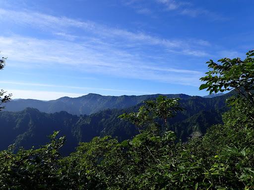 右から国見山・瓢箪山・三方岩岳など
