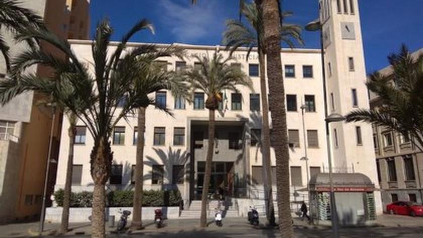 Fachada de la Audiencia Provincial de Almería.