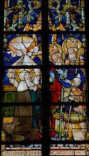 Photo: Sainte Aldegonde agenouillée devant les saints Aubert et Amand (chapelle Sainte-Aldegonde)