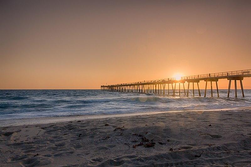 File:Hermosa Beach Pier I (262176665).jpeg