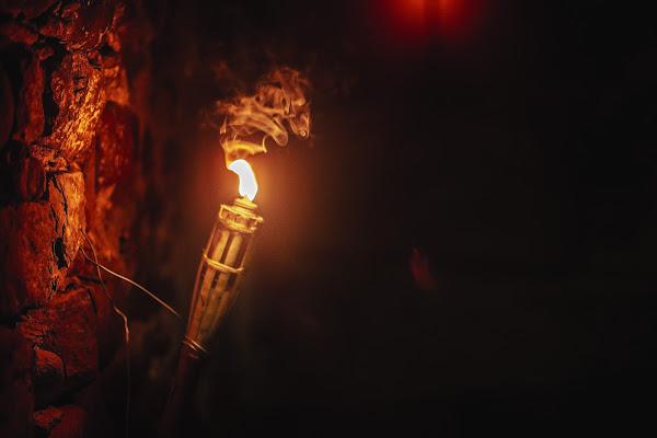 Candle in the dark di Eduard