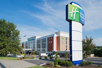 Photo: Holiday Inn Express & Suites