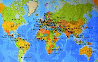 Photo: De in het buurtfotoboek geportretteerde bewoners en ondernemers van de Jordaan & Gouden Reael komen uit alle werelddelen maar nog niet uit alle (139) landen. We zoeken nog mensen uit 60 landen.