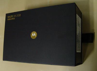 [Mobile]Moto RAZR V8 2GB璀璨金華版開箱照