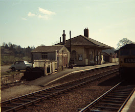 Photo: Down train arriving at Charlbury (1968)