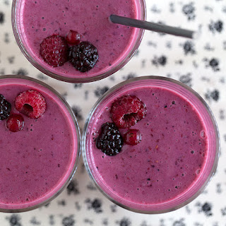 MIXED BERRY SMOOTHIE WITH BUTTERMILK AND GREEK YOGURT.