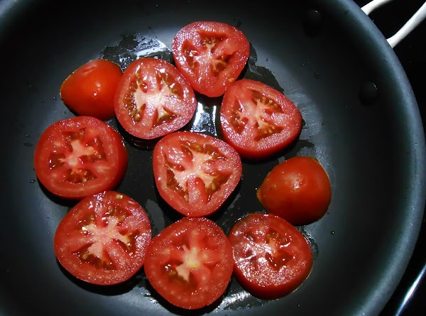 Lightly oil NON STICK surface of skillet or flat griddle.  Lay tomato slices...