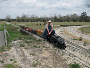 Photo: Vance Nickerson with T&P 400 entering the station.