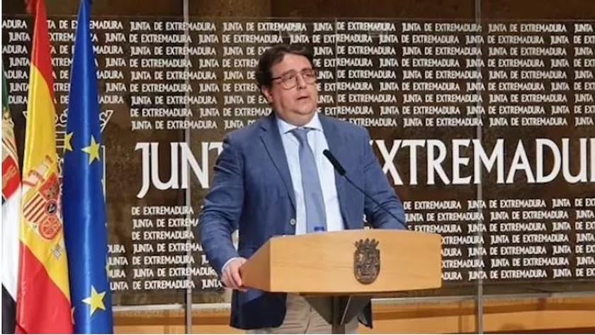 El consejero de Sanidad, José María Vergeles, en rueda de prensa. Foto:  Junta de Extremadura