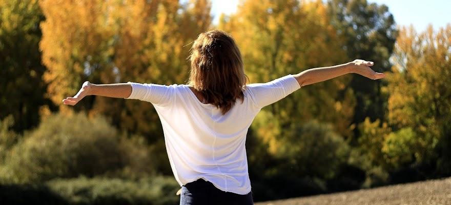 Kobieta szczęściwa dzięki endorfinom