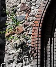 Photo: Bereits im Jahre 1128 befand sich hier eine durch Bischof Otto von Bamberg († 1139) geweihte Kirche.   Birken sind schön - aber warum wachsen sie auf ehrwürdigen Kirchenmauern? Niemand hat eine Leiter?