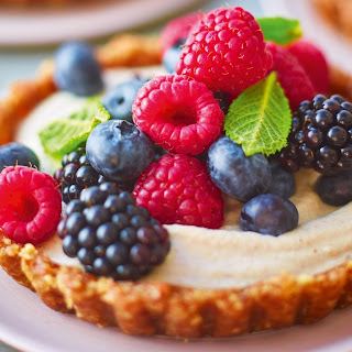 Fruity Berry Tarts With Vanilla Cashew Cream