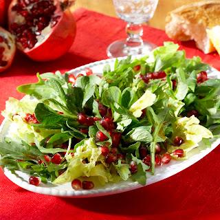 Winterlicher Salat mit Granatapfelkernen