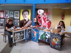 Photo: Lo stand del Liceo Artistico con alcuni ex alunni al lavoro