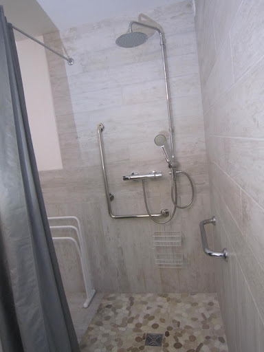 le clos de la garenne gite de charme le chai douche accessible