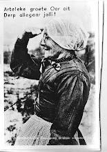 Photo: Klederdracht van Egmond, ik weet nog vaag dat ze zo'n kapje droegen op het hoofd, ze noemde dat een bazuintje.
