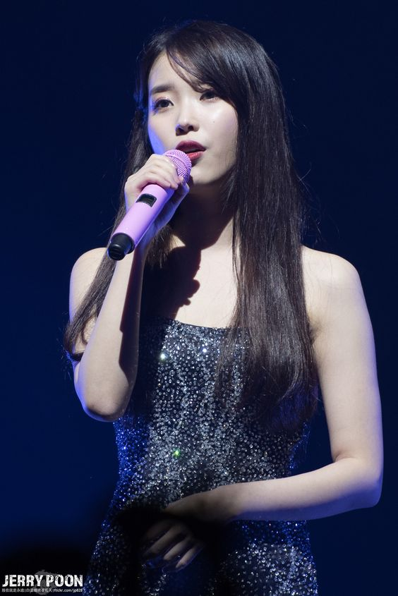 iu black dress 35