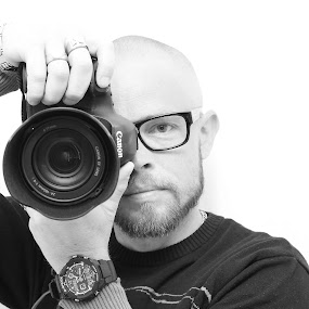 Selfie by Joachim Persson - Black & White Portraits & People ( canon, selfie, black and white, camera, bnw, portrait )