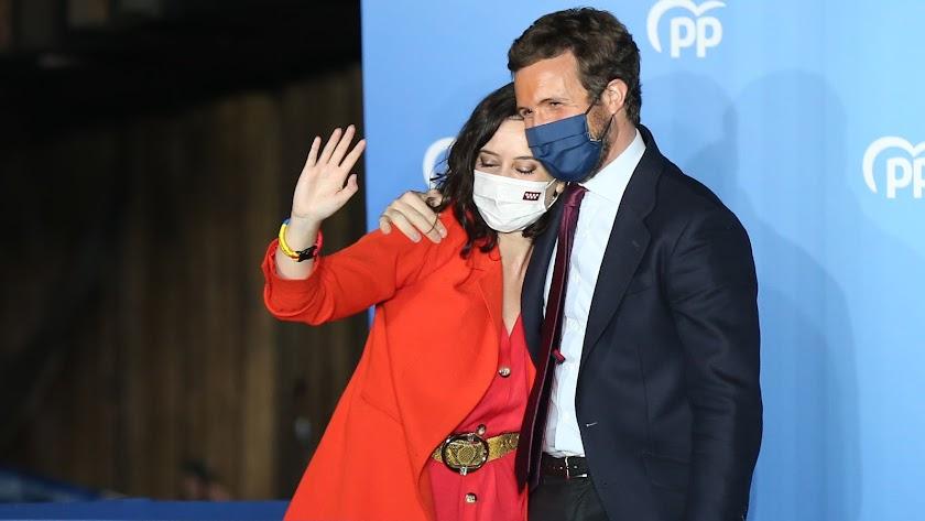 La presidenta de la Comunidad de Madrid y candidata a la reelección por el PP, Isabel Díaz Ayuso; y el líder del PP, Pablo Casado.