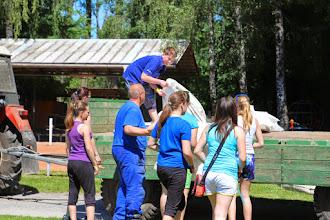 Photo: Příprava soutěže - velká pomoc mladých hasičů
