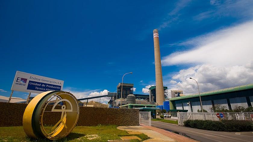 La central térmica de Carboneras daba trabajo a unas 300 personas, entre puestos directos e indirectos.