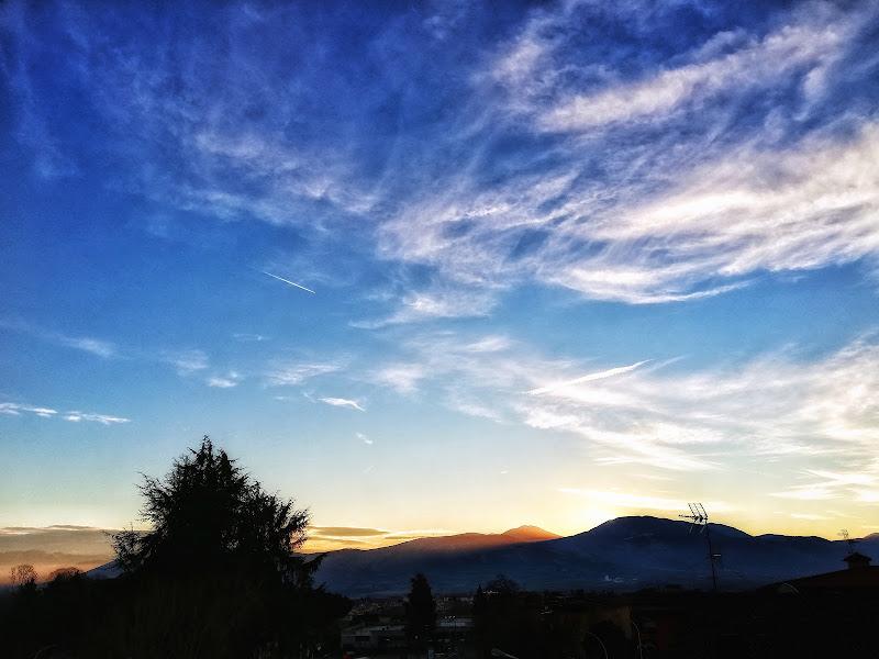 Sunrise and Airplane di Nuese