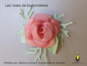Photo: Les roses de boutonnières  offertes aux adhérents de l'association
