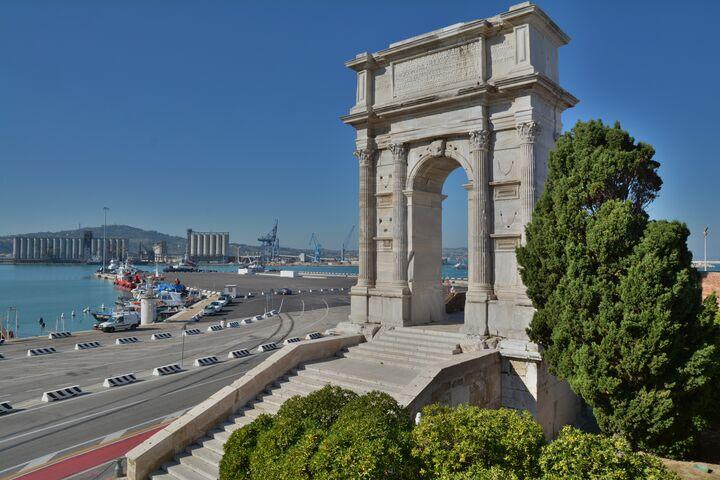 Porto di Ancona e arco traiano