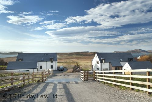 4 bedroom luxury holiday let with hot tub and views to the Summer Isles.  Achiltibuie, Scottish Highlands.