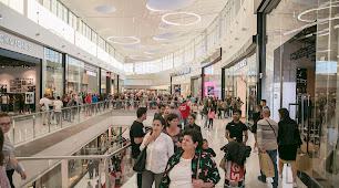 El centro comercial Torrecárdenas abrió sus puertas el pasado mes de octubres y suma un centenar de firmas comerciales.