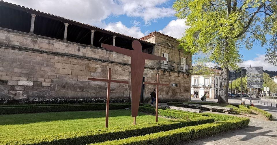 Cruzes do Calvário na cidade de Lamego apelam a profunda reflexão