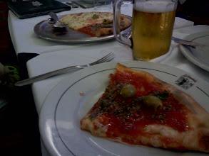 Photo: LIVEの後は近くの人気のピザ屋へ。アルゼンチンはピザが美味しい。