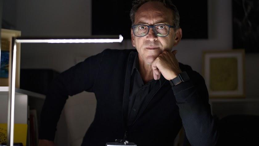 Fernando Barrionuevo posa para Juan Sánchez en el centro MECA.