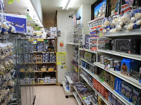 岩手県北自動車南部支社「MEX青森」 1244 佐野SA 売店内のおもちゃコーナー