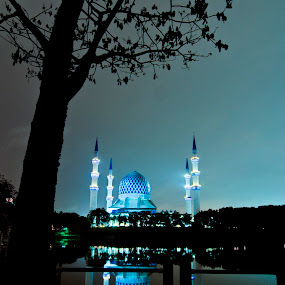 night in shah alam by Faareast Mk - Buildings & Architecture Places of Worship ( blue, mosque, shah alam, malaysia, night )