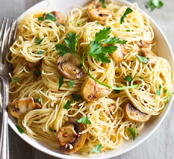 Spaghetti with Mushrooms, garlic and oil Recipe | Yummly